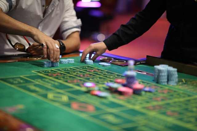 What Should One Prefer: Visiting A Casino Or Playing Online Casino Games?